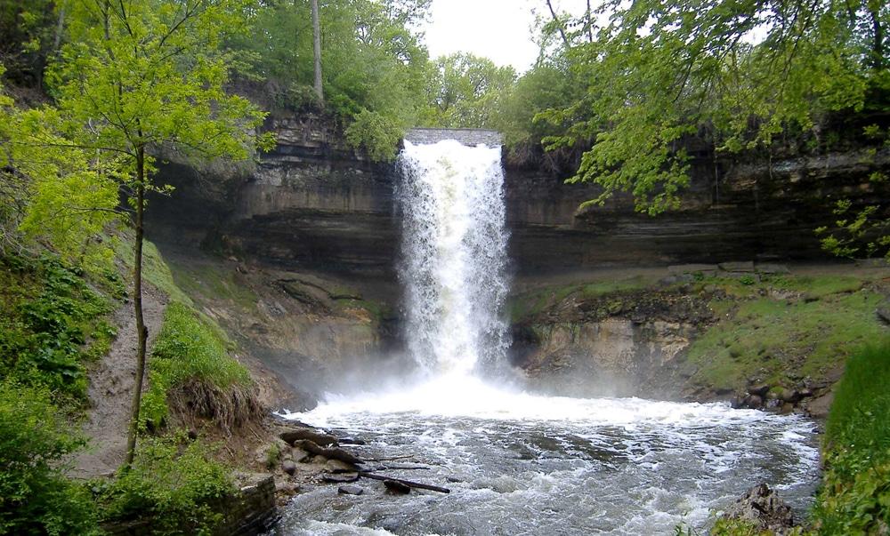 Minnehaha Falls, a waterfall wedding venue in Minnesota.