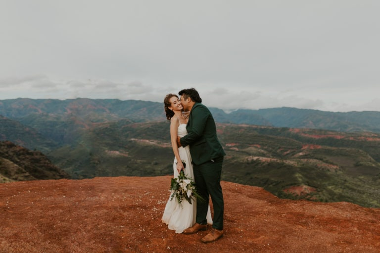 Hawaii Elopement Packages + Guide for 2021 [Best Places to Elope]