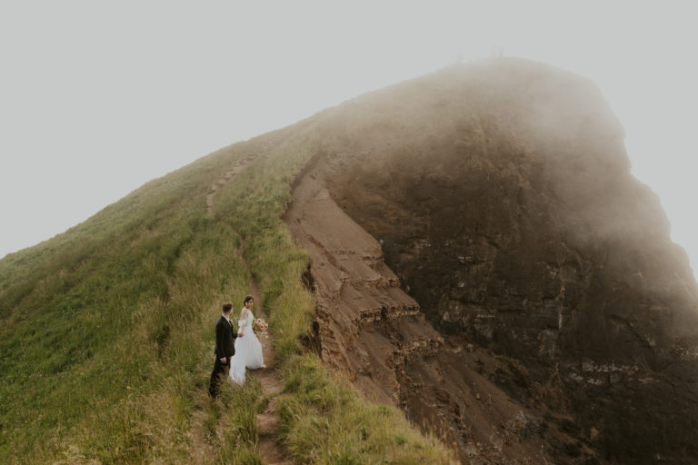 Ultimate Oregon Elopement Guide [Locations + Packages]